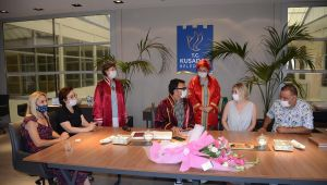 Rus gelinin nikahı, başkanlık makamında kıyıldı