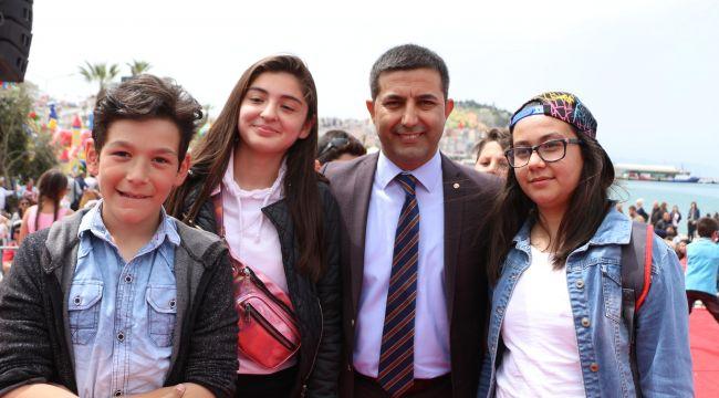 Kuşadası Belediyesi ihtiyaç sahibi 950 öğrenciye 770 bin lira burs verecek