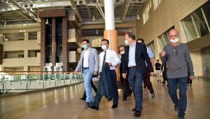 Aydın Valisi Aksoy, elektriği kesik olan kongre merkezinde inceleme yaptı