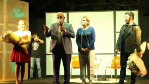 Efeler'de kültür ve sanat etkinlikleri İki Bekar'la başladı
