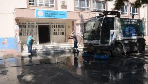 Kuşadası'nda okullar ilk ders zili öncesi dezenfekte edildi