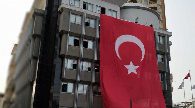 Nazilli Belediyesi'nden bayrak açıklaması;