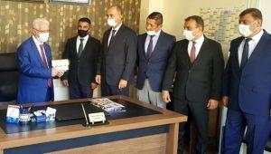 TŞOF Genel BaşkanıAydınlı şoförü ödüllendirdi