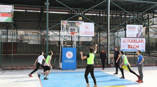 Aydın'da sokak basketbolu turnuvası renkli görüntülere sahne oldu