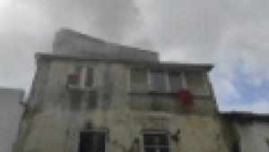 Kuşadası'ndaki yangında 3 kişi dumandan zehirlendi