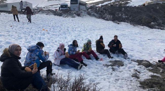 -Gençlerin kar isteğini, Gençlik Spor Müdürlüğü yerine getirdi