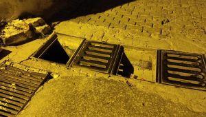 Kuşadası'nda hırsızlar demir ızgaraları çaldı