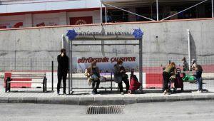 Kuşadası Kapalı Pazar Yeri'ne ulaşım güvenli hale getirildi