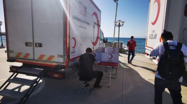 Kuşadası'nda vatandaşlar kan bağış aracına akın etti