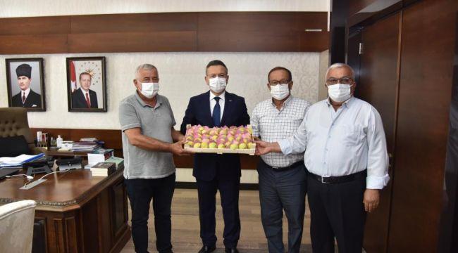 Aydın Ticaret Borsası'ndan Vali Aksoy'a sarı lop inciri takdimi