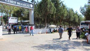 Kurban Bayramı öncesiAydın'da mezarlıklar ziyaretçilerle doldu